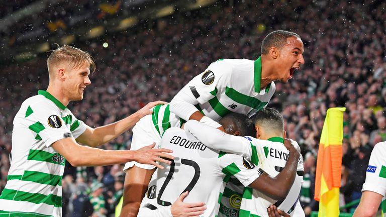 Los jugadores celtas celebran un gol contra Cluj durante el partido de esta noche