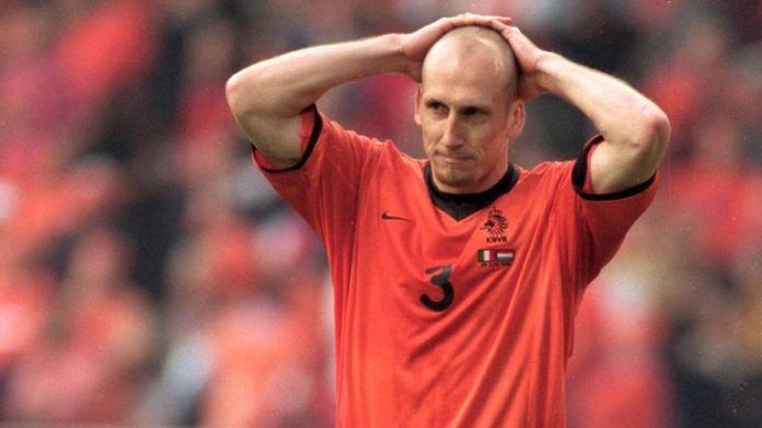 Jaap Stam po tym, jak stracił swoją karę przeciwko Włochom w strzelaninie na Euro 2000