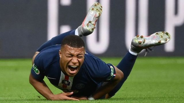 Kylian Mbappe was forced off just 26 minutes into the French Cup final