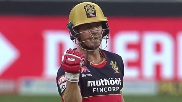 AB de Villiers continues with Royal Challengers Bangalore
