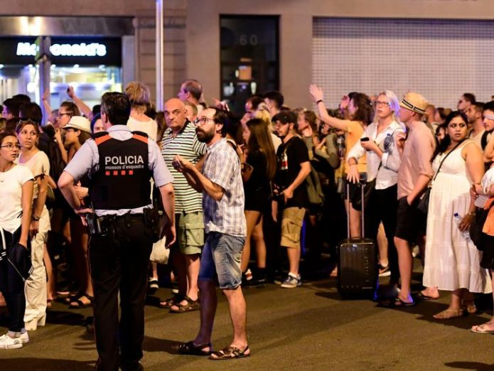 Tourists wait to be allowed back to their hotels Hunt for van driver after Barcelona rampage Hunt for van driver after Barcelona rampage ae7fbba7eeed82e9f445eb67df7bfaf88c8fae15f24748b94084c2d9b5aab49c 4076358