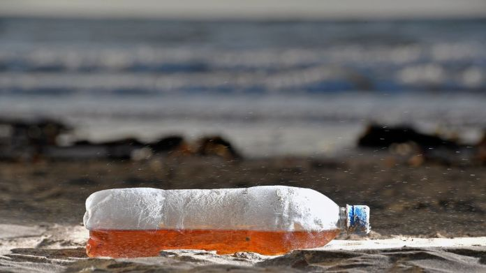 Surfers Against Sewage are campaigning to reduce plastic waste on our beaches World's first plastic-free supermarket aisle unveiled World's first plastic-free supermarket aisle unveiled plastic beach pollution 4213394
