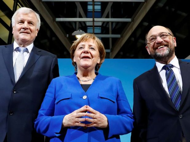 Acting German Chancellor Angela Merkel, leader of the Christian Social Union in Bavaria (CSU) Horst Seehofer and Social Democratic Party (SPD) leader Martin Schulz attend a news conference after exploratory talks about forming a new coalition government at the SPD headquarters in Berlin, Germany, January 12, 2018. REUTERS/Hannibal Hanschke