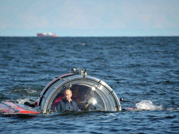 """Putin (L) is seen through the glass of C-Explorer 5 submersible after a dive to see the remains of the naval frigate """"Oleg"""" in 2013"""