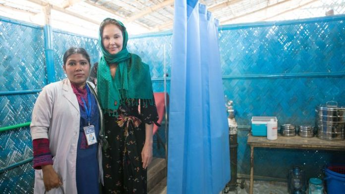 Ashley Judd visits a maternity clinic at a refugee camp Ashley Judd's diary of life in a Rohingya camp Ashley Judd's diary of life in a Rohingya camp skynews rohingya ashley judd 4238700