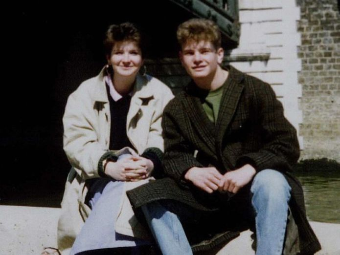 Joanna Parrish (L) with her brother Barney in Paris in 1990 French serial killer 'confesses' to murder of British woman 28 years ago French serial killer 'confesses' to murder of British woman 28 years ago skynews joanna parrish france 4233229