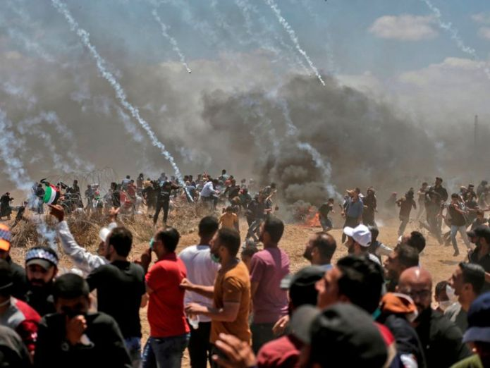 Israeli forces fire tear gas at Palestinians near the border Israeli forces 'kill 58 Palestinians' in Gaza as US embassy opens in Jerusalem Israeli forces 'kill 58 Palestinians' in Gaza as US embassy opens in Jerusalem skynews israeli forces tear gas 4310455