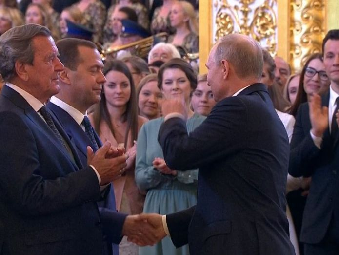 Putin shakes the hand of prime minister Medvedev vladimir putin has been sworn in as russian president Vladimir Putin has been sworn in as Russian president skynews putin medvedev 4303231