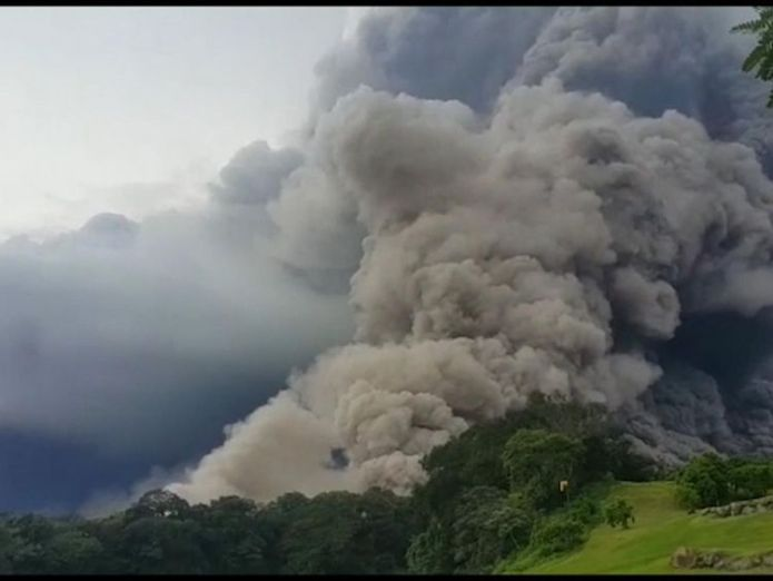 The Volcán de Fuego sent a column of smoke and ash into the sky At least six dead as 'Volcano of Fire' erupts in Guatemala At least six dead as 'Volcano of Fire' erupts in Guatemala skynews guatemala volcano 4327660