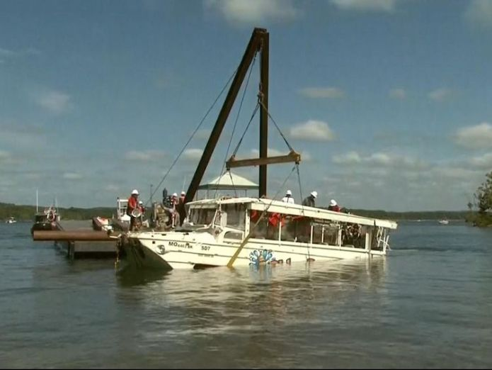 Duck boat raised to the surface  Stricken vessel raised to surface of Table Rock Lake skynews duck boat missouri 4369557