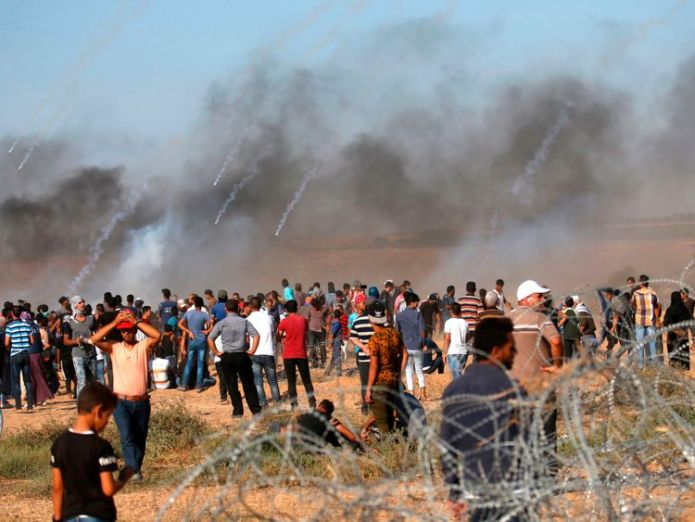A picture taken on July 20, 2018 shows tear gas canisters fired by Israeli forces landing amidst protesters along the border with Israel east of Khan Yunis in the southern Gaza Strip  Israeli soldier and four Palestinians killed in Gaza Strip clashes skynews gaza palestinians israel 4367374