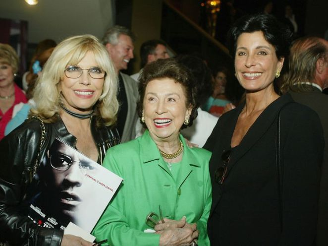 Nancy Sinatra Sr (right) pictured with her daughter Nancy in 2004