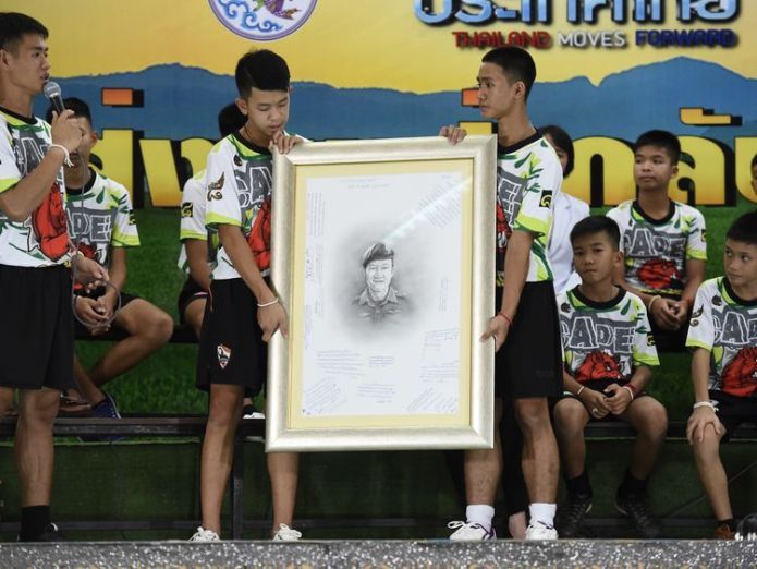 The boys pay tribute to the diver who lost his life  Thai cave boys reveal they tried to dig their way out as they describe 'miracle' escape skynews thai cave rescue 4365128