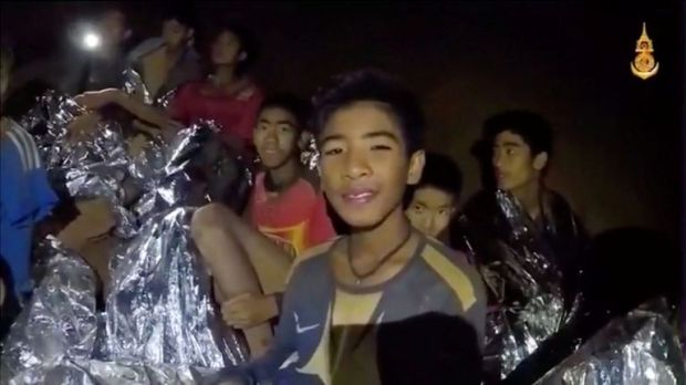 Boys from the under-16 soccer team trapped inside Tham Luang cave covered in hypothermia blankets