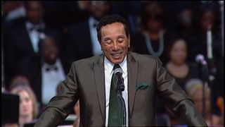 Smokey Robinson pays tribute to childhood friend, Aretha Franklin  Aretha Franklin's family criticise 'distasteful' eulogy at Queen of Soul's funeral skynews smokey robinson aretha franklin 4407227
