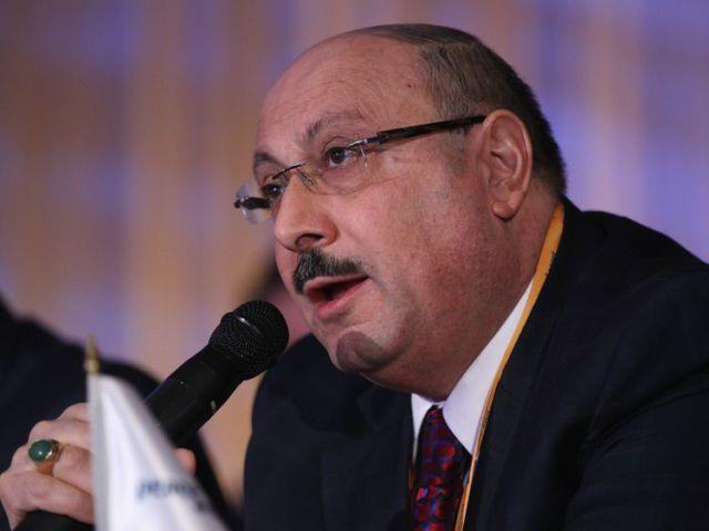 البروفسور مانويل هاساسيان يؤيد قرار جيريمي كوربين