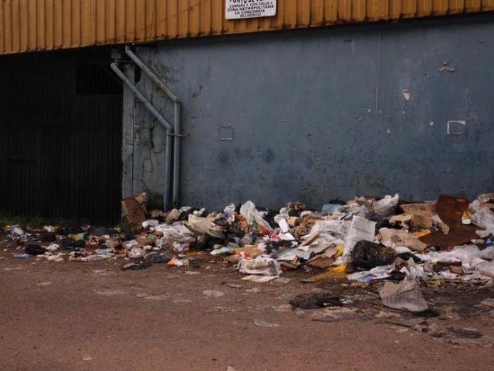 Rubbish is piling up in the streets as the binmen strike  Venezuelans flee as economic crisis deepens skynews rubbish venezuela crawford 4403958