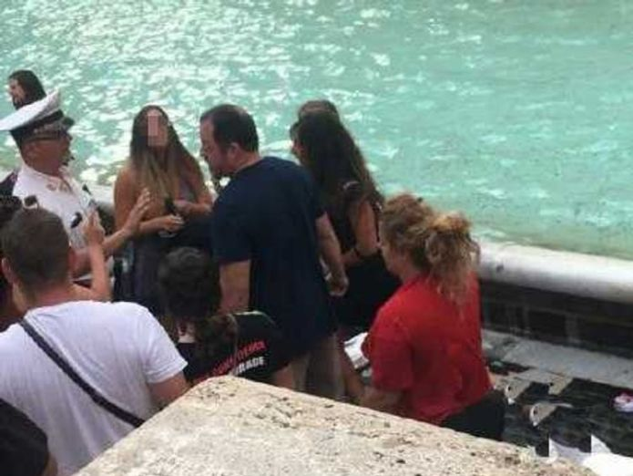 Police were called to break up the fight. Pic: @PoliziaRomaCapitale  Selfie row ends in Trevi Fountain brawl skynews trevi fountain fight 4387740