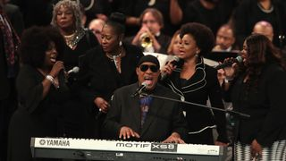 Stevie Wonder performed the closing tribute to Aretha Franklin at her funeral   Aretha Franklin's family criticise 'distasteful' eulogy at Queen of Soul's funeral skynews stevie wonder aretha franklin 4407523