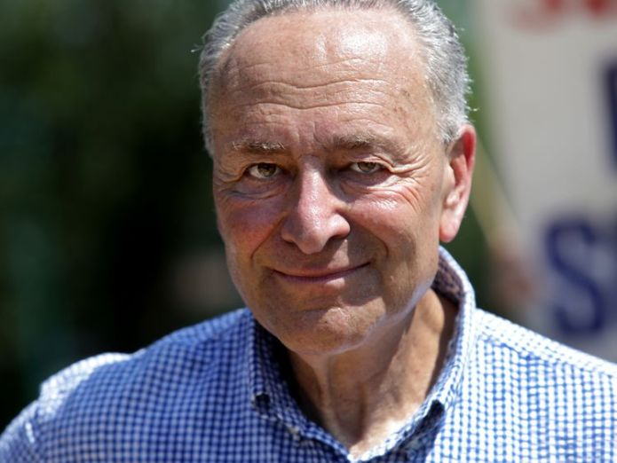 Chuck Schumer has called on the FBI to investigate Mr Kavanaugh  Brett Kavanaugh willing to 'refute' sexual assault allegation before Senate panel skynews chuck schumer brett kavanaugh 4424447