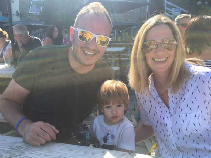 Rachael Bland with her son Freddie and husband Steve  BBC presenter Rachael Bland dies from cancer aged 40 skynews rachael bland cancer 4410469
