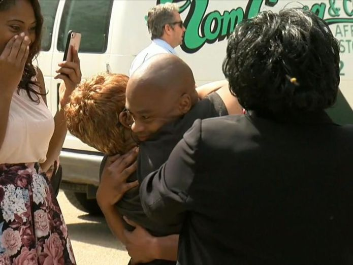 Valentino Dixon has been freed after serving 27 years in jail for a murder he did not commit. Pic: ABC  Golf artist wrongly convicted of murder freed after 27 years in US jail skynews valentino dixon us 4427109