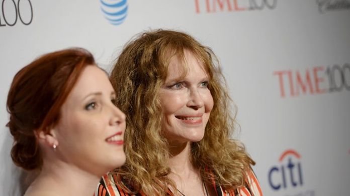 Mia Farrow (R) has backed allegations by her daughter Dylan (L) that Woody Allen molested her