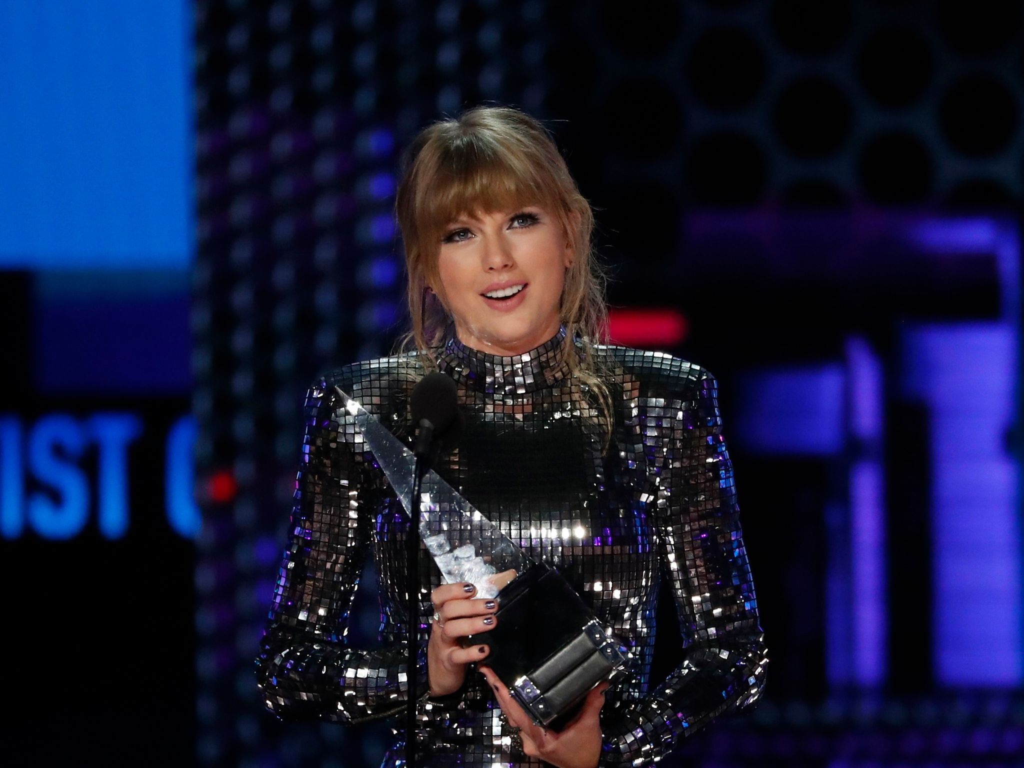 youtube trends taylor swift breaks record for most views - HD 2048×1536