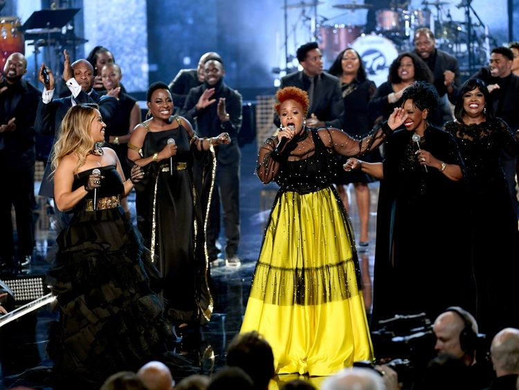 Gladys Knight, Ledisi, Donnie McClurkin, CeCe Winans, Erica Campbell, and Tina Campbell perform a gospel tribute to the late Aretha Franklin onstage during the 2018 American Music Awards