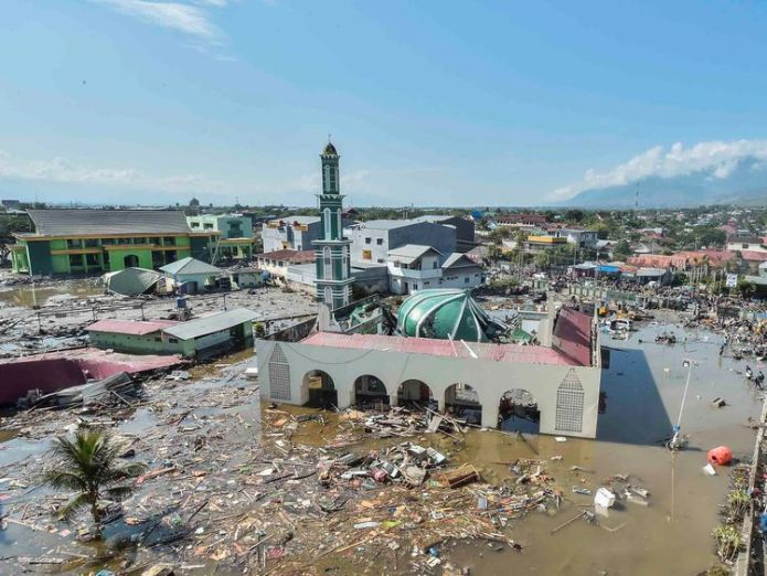 Debris surrounds a mosque in West Palu  UK to send aid as Indonesia quake and tsunami victims beg for help skynews indonesia quake 4439363