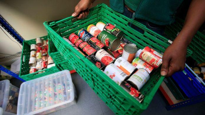 Pläne, mehr Menschen auf Universal Credit umzustellen, könnten die Zahl der Menschen, die Foodbanks nutzen, enorm erhöhen, warnt die Regierung