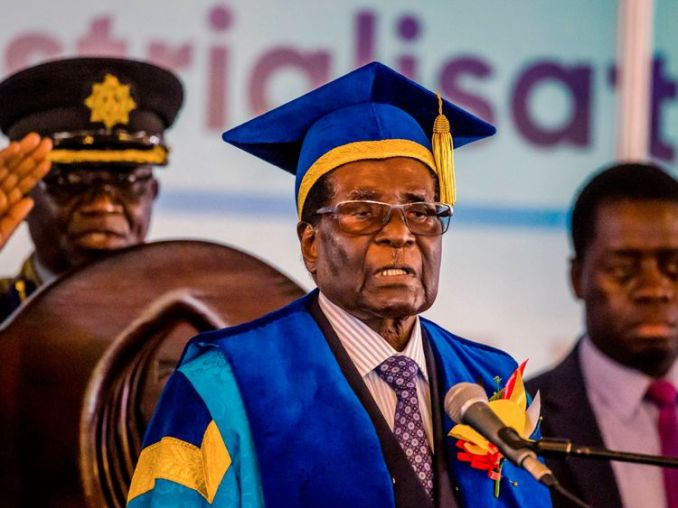Robert Mugabe delivers a speech during a graduation ceremony at the Zimbabwe Open University in Harare, 2017