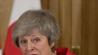 Theresa May erklärt den Unterschied zwischen einem Deal und einem