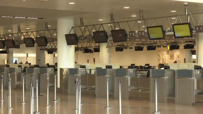 Air traffic control could not guarantee safe landings with skeleton staff working