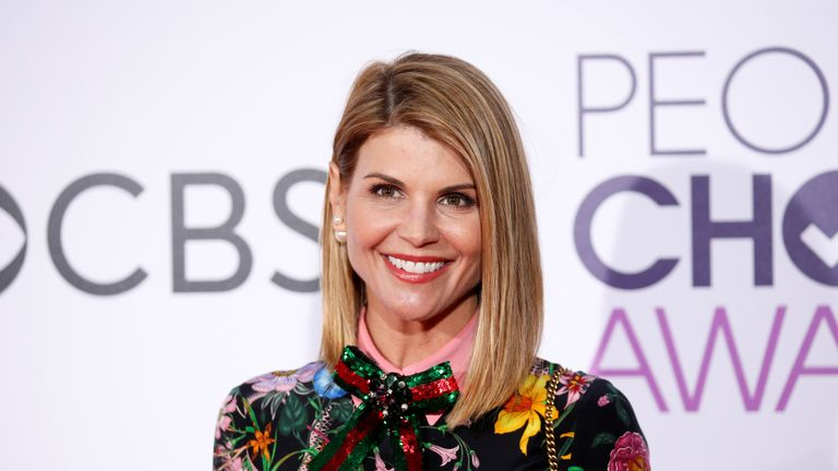 actress Lori Loughlin arrives at the People's Choice Awards 2017 in Los Angeles