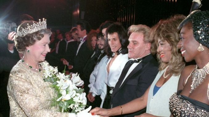 Starr and Tina Turner (second right) meet the Queen after the 1989 Royal Variety Performance