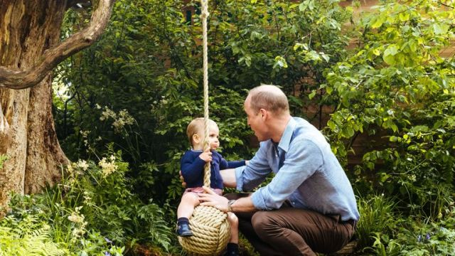 William helps Louis on the rope swing