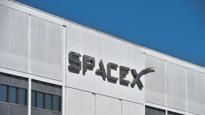 The exterior of SpaceX headquarters in Hawthorne, California as seen on July 22, 2018. (Photo by Robyn Beck / AFP) (Photo credit should read ROBYN BECK / AFP / Getty Images)
