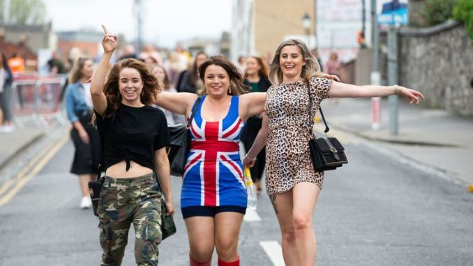Fans recreated the band's iconic outfits, such as Sporty's sportswear looks, Ginger's union jack dress and Scary's leopard prints