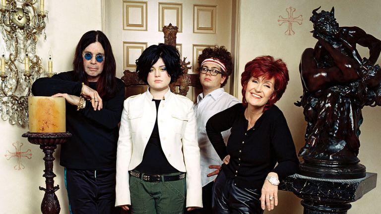 Ozzy Osbourne, Kelly Osbourne, Jack Osbourne, Sharon Osbourne.The Osbournes - 2002.Mtv.USA. Pic: Mtv/Kobal/Shutterstock
