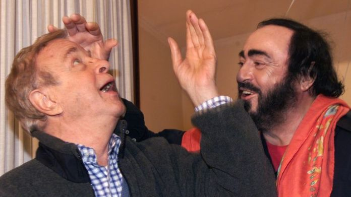 Italian tenor Luciano Pavarotti jokes with Italian director Franco Zeffirell