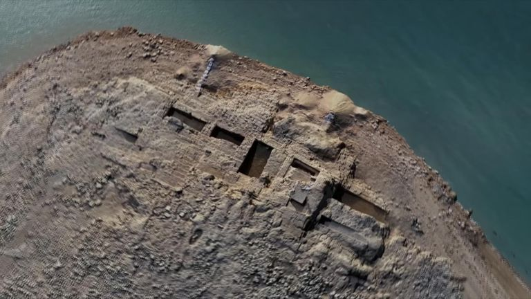 The ruins of the Kemune Palace on the eastern bank of the Tigris River.