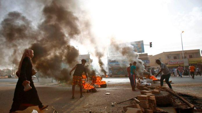 Zu Beginn dieser Woche blockierten sudanesische Demonstranten eine Straße in Khartoum