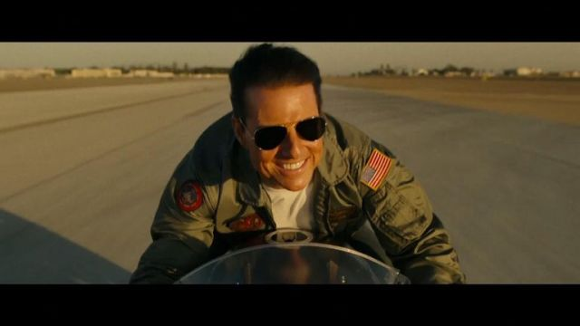 Tom Cruise made an unexpected flyby at San Diego Comic-Con to debut the first trailer for 'Top Gun: Maverick'.