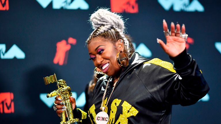 US rapper Missy Elliott poses in the press room with 'The Video Vanguard Award' during the 2019 MTV Video Music Awards at the Prudential Center in Newark, New Jersey on August 26, 2019. (Photo by Johannes EISELE / AFP)        (Photo credit should read JOHANNES EISELE/AFP/Getty Images)