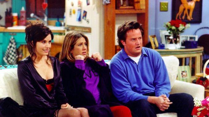 Courteney Cox (Monica), Jennifer Aniston (Rachel) and Matthew Perry (Chandler) in Friends