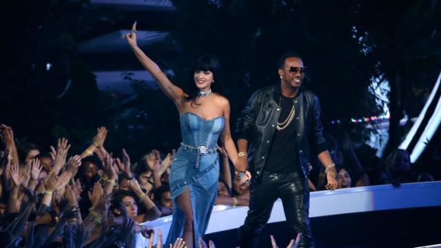 Katy Perry and Juicy J accept an award for 'Dark Horse' at the 2014 MTV Video Music Awards