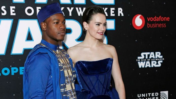 John Boyega and Daisy Ridley pose for pictures