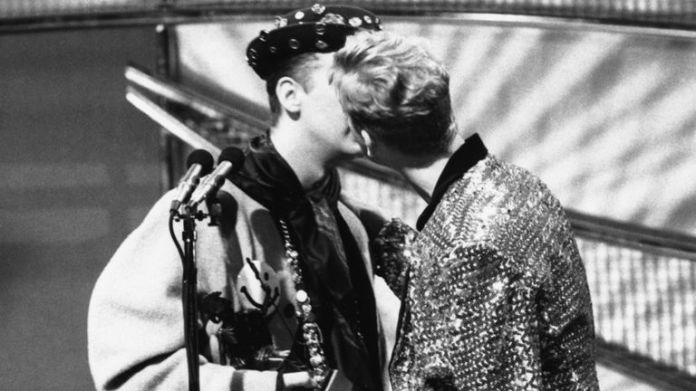 Singer Boy George, of the Culture Club group, embracing Andy Bell, of the group & # 39; Erasure & # 39;, in 1989