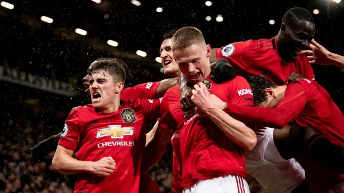 Manchester United celebrates a goal in a match shortly before the coronavirus lock has seen the season suspended
